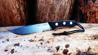 Nôž s pevnou čepeľou ANV® P300 s kombinovaným ostrím
