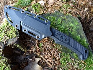 Nůž s pevnou čepelí SOG® Field - satin, černá rukojeť