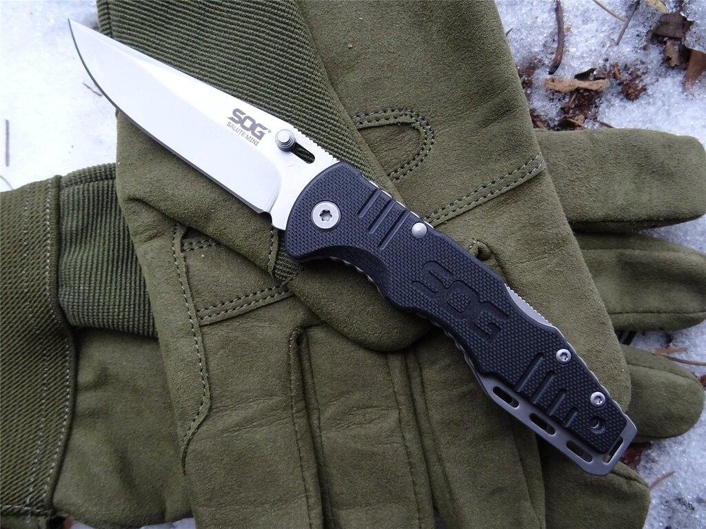 Zavírací nůž SOG® Salute Mini
